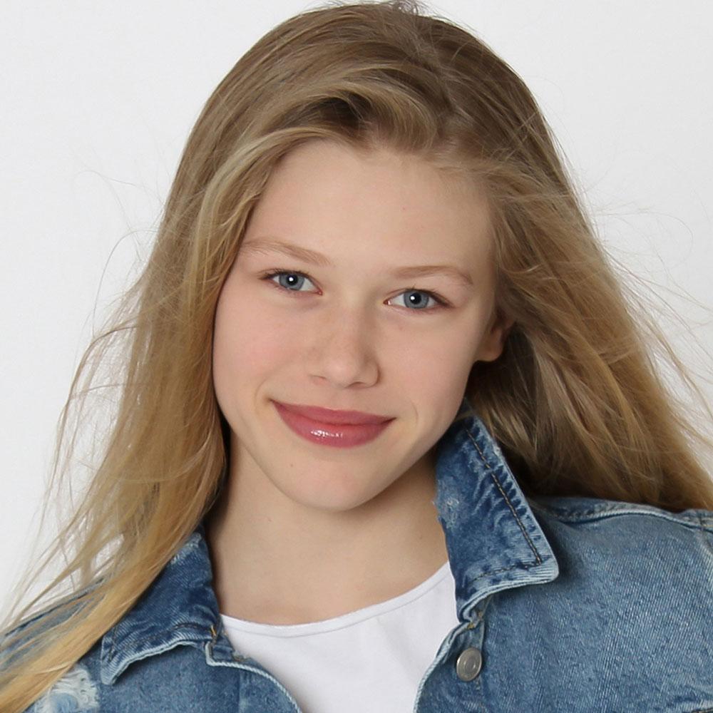 Zoe Hart